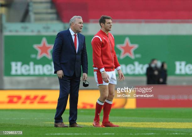 Wales head coach Wayne Pivac chats to Dan Biggar during the Quilter International match between Wales and England as part of the Autumn Nations Cup...