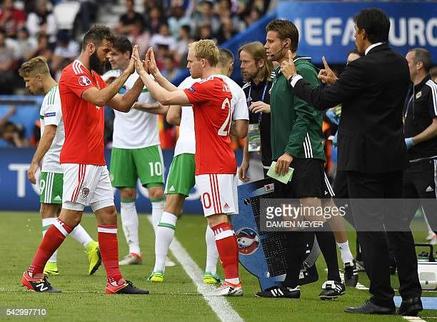 Wales' midfielder Joe Ledley gestures as he is replaced by Wales' midfielder Jonathan Williams during the Euro 2016 round of sixteen football match...