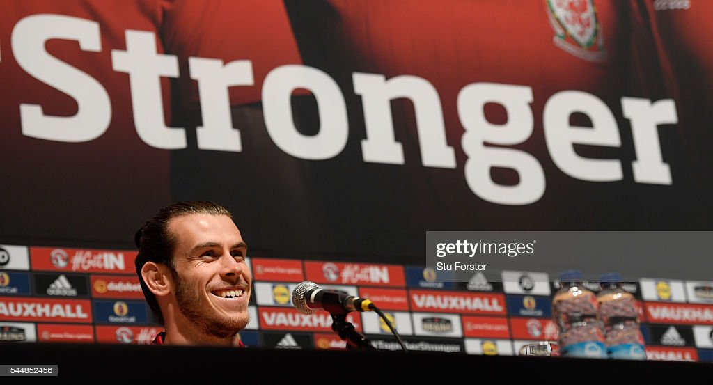 Wales Training Session and Press Conference : Fotografía de noticias
