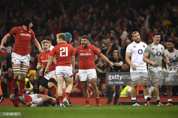 Wales player Nicky Smith and team mates celebrate on the final whsitle after the Guinness Six Nations match between Wales and England at Principality...