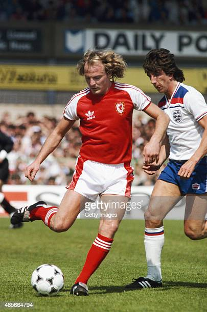 Wales player Terry Yorath holds off the challenge of England striker Paul Mariner during the 1980 Home International Championships match between the...