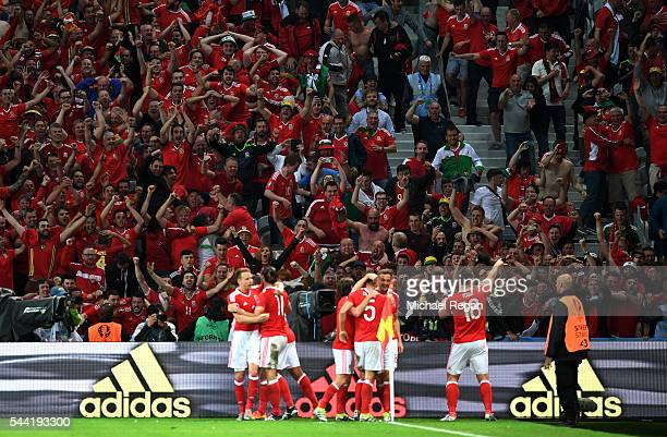 Wales players celebrate their 31 win after the UEFA EURO 2016 quarter final match between Wales and Belgium at Stade PierreMauroy on July 1 2016 in...