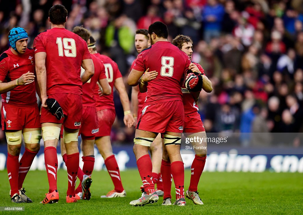 Wales players celebrate their team's 26-23 victory as the final whistle blows during the RBS Six Nations match between Scotland and Wales at Murrayfield Stadium on February 15, 2015 in Edinburgh, Scotland.