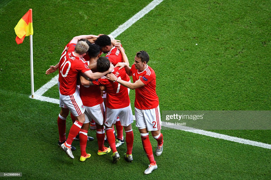 Wales players celebrate their team's first goal during the UEFA EURO 2016 round of 16 match between Wales and Northern Ireland at Parc des Princes on June 25, 2016 in Paris, France.