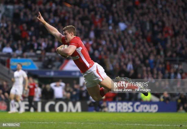 Wales' Scott Williams goes over for the winning try during the RBS 6 Nations match at Twickenham London