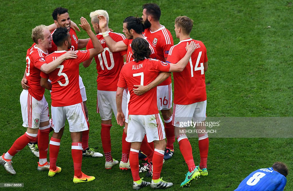 Wales' teammates celebrate their 2-1 win over Slovakia in the Euro 2016 group B football match between Wales and Slovakia at the Stade de Bordeaux in Bordeaux on June 11, 2016. / AFP / MEHDI