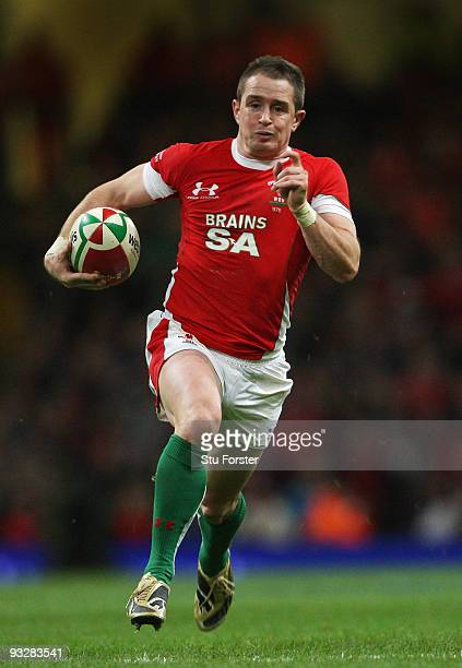 Wales winger Shane Williams races through to score his second try during the International Rugby Union match between Wales and Argentina at...
