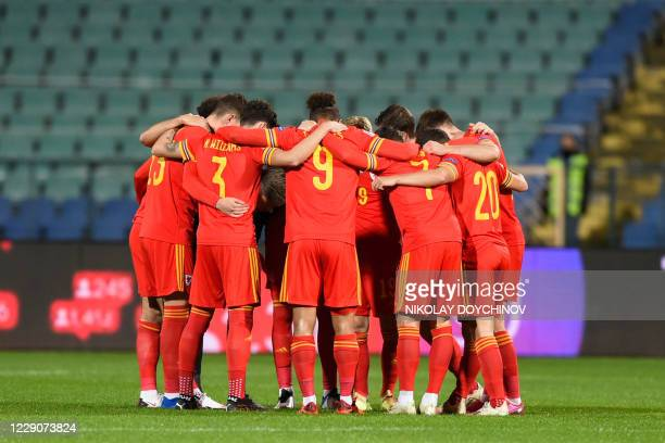 Wales's players gather prior the UEFA Nations League Group B4 football match between Bulgaria and Wales in Sofia on October 14, 2020.