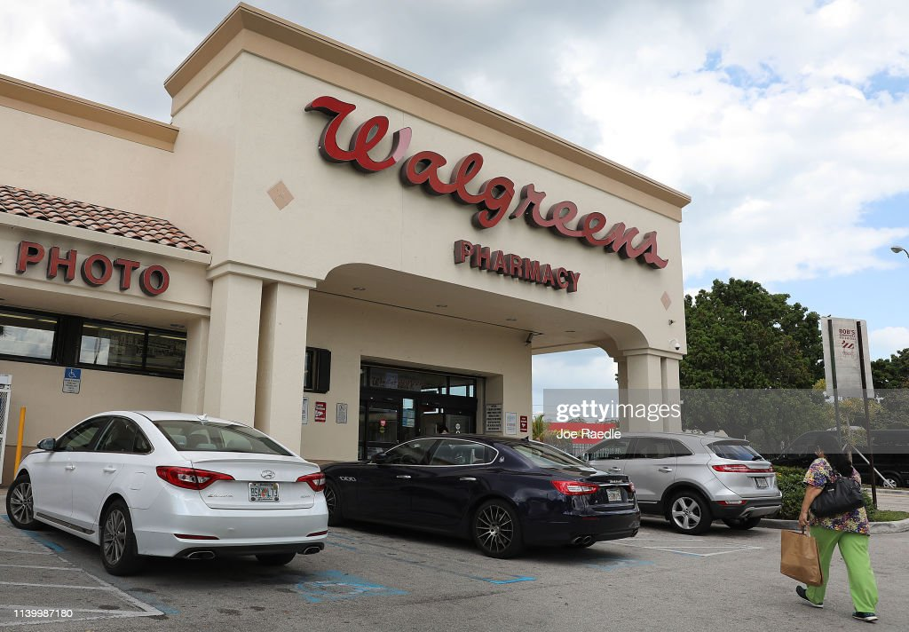 Walgreens Stocks Drop After Pharmacy Chain Posts Worst Earnings Quarter Since 2014 : News Photo