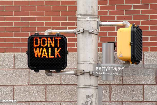 walk / don't walk traffic light sign - walk don't walk signal stock pictures, royalty-free photos & images
