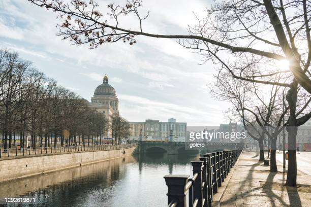 walk in historic berlin center at winter day - central berlin stock pictures, royalty-free photos & images