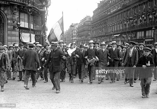 Walk in jubilation in the streets of Paris on the day of the signature of the Treaty of Versailles June 28 1919 BRA107386