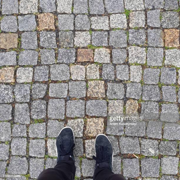 walk in my shoes. - bovenkleding stockfoto's en -beelden