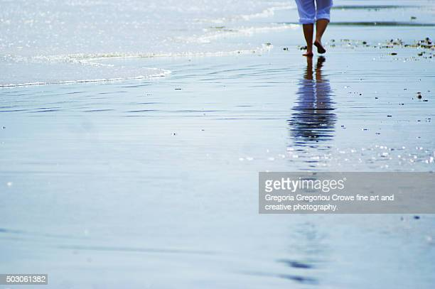 walk on the beach - gregoria gregoriou crowe fine art and creative photography stock-fotos und bilder