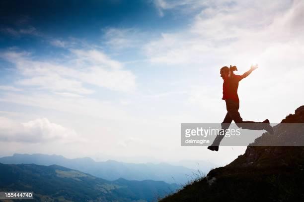 Walker chaussure de course hommes au sommet de la montagne