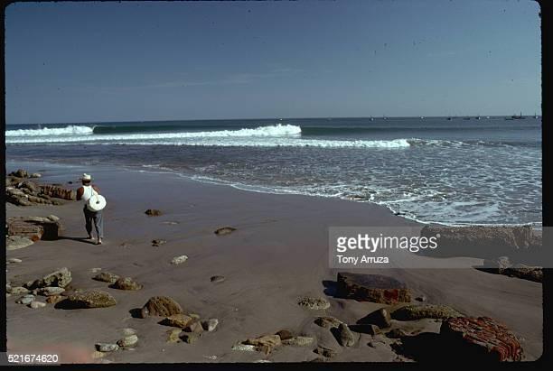 walker on beach at mancora - mancora fotografías e imágenes de stock