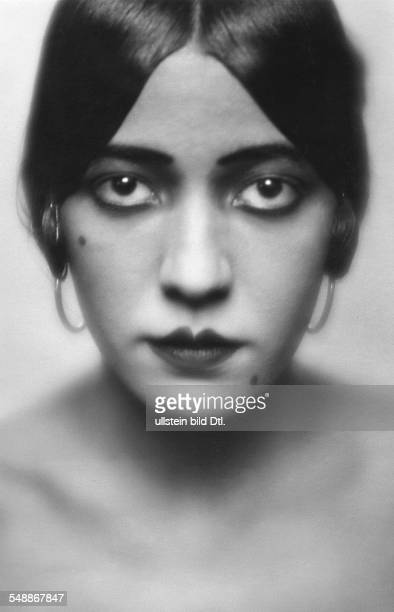 Walker Ruth Dancer USA Portrait about 1928 Photographer Mario von Bucovich Vintage property of ullstein bild