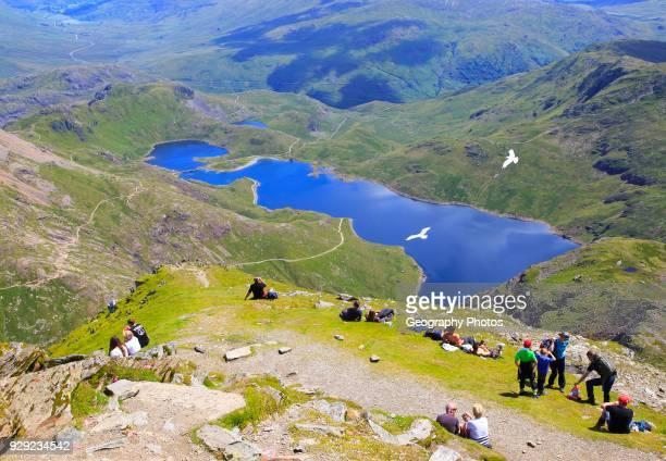 Walkers picnicking Lyyn Llydaw landscape, Mount Snowdon, Gwynedd, Snowdonia, north Wales, UK.