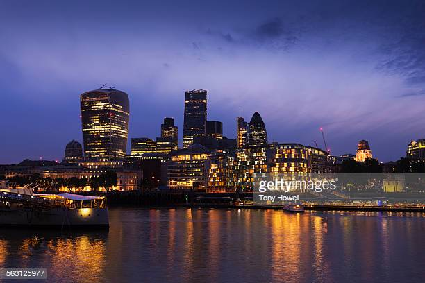walkie-talkie building, night - tony howell stock pictures, royalty-free photos & images