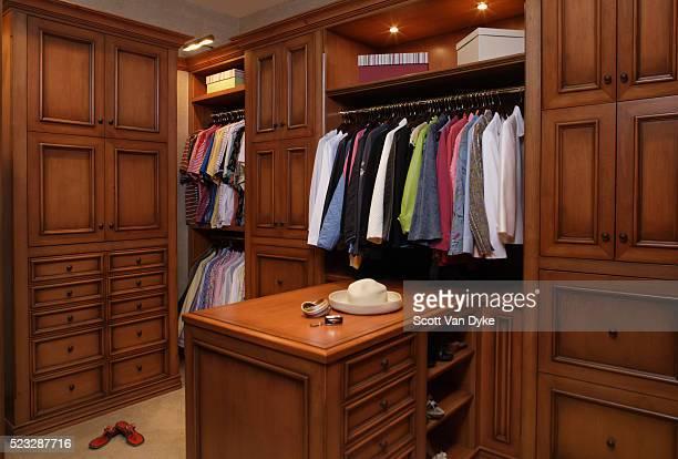 walk-in closet in house in palm beach - 片付いた部屋 ストックフォトと画像