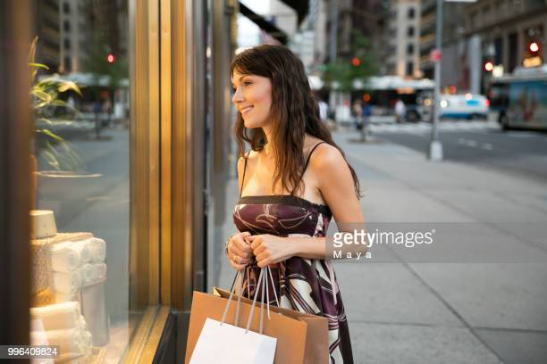 walking down fifth avenue - fifth avenue stock pictures, royalty-free photos & images