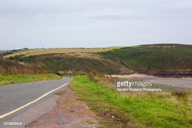 walking in south wales - geraint rowland stock pictures, royalty-free photos & images