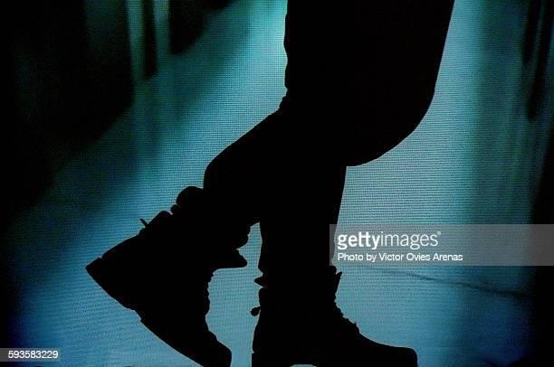 walking in the dark - victor ovies fotografías e imágenes de stock