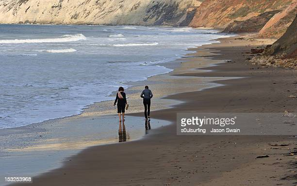 walking on beach - s0ulsurfing stock pictures, royalty-free photos & images