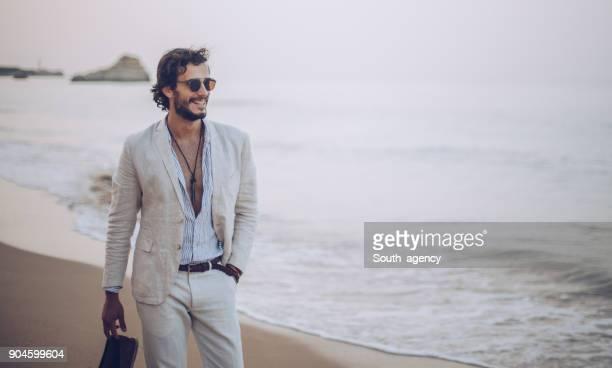 walking on the beach - homens bonitos imagens e fotografias de stock