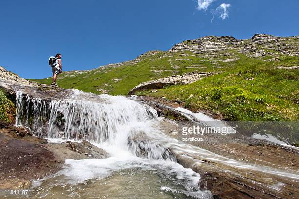 camminando sulle cascate - riserva naturale parco nazionale foto e immagini stock