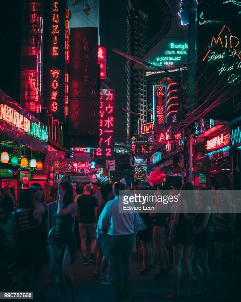 walking thru soi cowboy in the one of many red light districts in bangkok - bangkok foto e immagini stock
