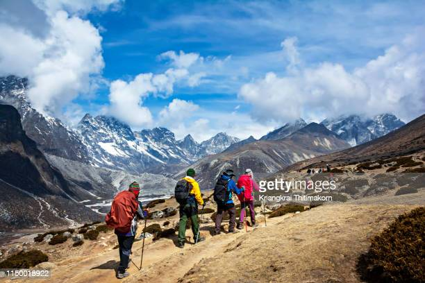 walking to everest base camp. - nepal stock pictures, royalty-free photos & images