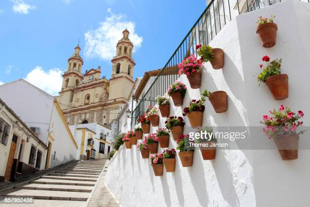 walking towards the church parroquia de nuestra señora de la encarnación (the parish of our lady of the incarnation) of olvera, one of the white towns (pueblos blancos) of andalusia - cádiz fotografías e imágenes de stock