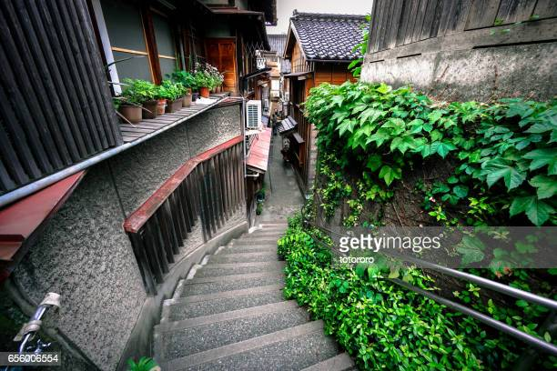 Walking with retro mood and unusual ambience along the dark narrow hill alley (暗がり坂) in Kazue-Machi Chaya District (主計町 茶屋街), Kanazawa (金沢) Japan