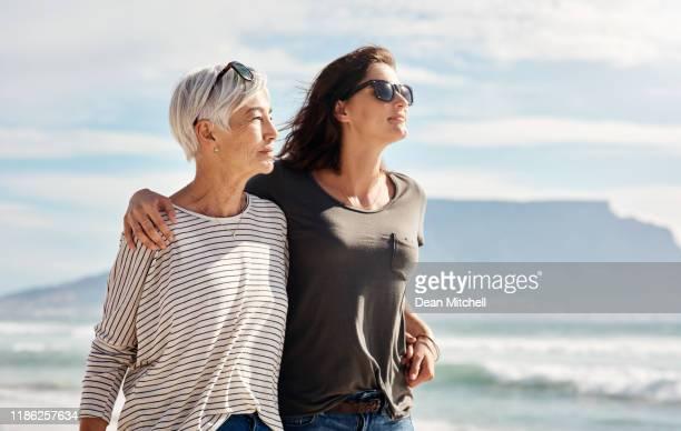 walks on the beach with mom is bliss - filha imagens e fotografias de stock