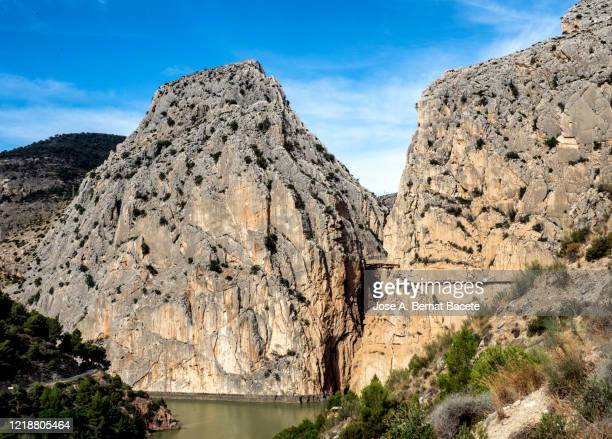 walkway and wooden bridges pinned along the steep walls of a narrow gorge in the nature. caminito del rey (the king walkway), malaga, andalusia, spain. - caminito del rey fotografías e imágenes de stock