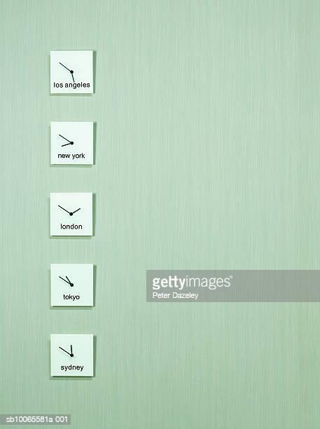 wall clocks in line displaying international time - cambio horario fotografías e imágenes de stock
