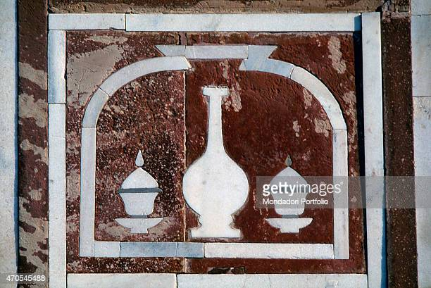 'Wall decoration by Mughal craftsmen 16221628 17th Century marble inlay on sandstone India Agra Detail View of a panel decorated in opus sectile on...
