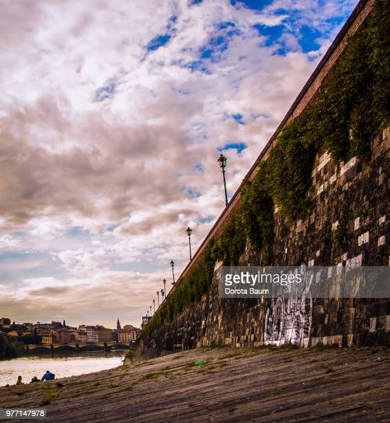 wall near riverbed - baum stock pictures, royalty-free photos & images