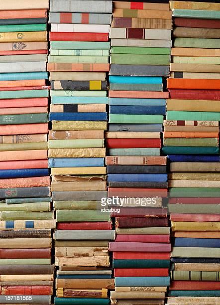 Wand von antiken Büchern