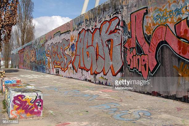 wall of berlin - berlin stock pictures, royalty-free photos & images