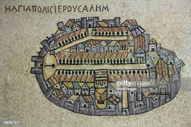 wall of mosaic tiles depicting ancient jerusalem - jerusalem antiga imagens e fotografias de stock