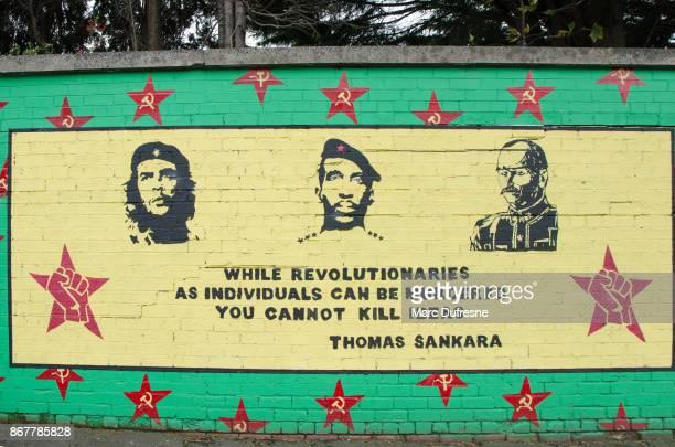 peinture murale peinture murale promotion révolution à belfast au cours de la journée d'automne - belfast murals photos et images de collection