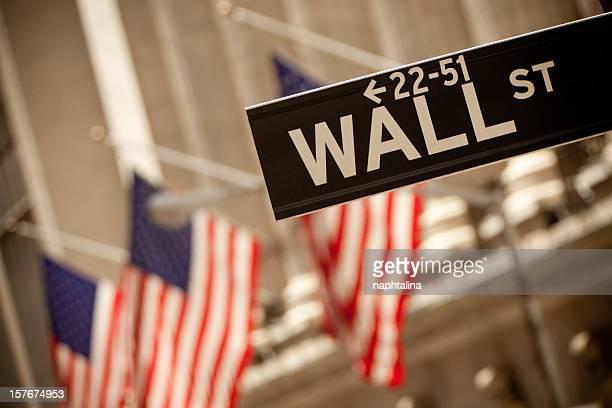 Wall Street) y American flags