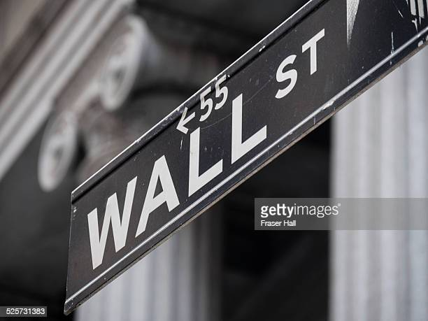 wall street sign, new york - wall street stock-fotos und bilder