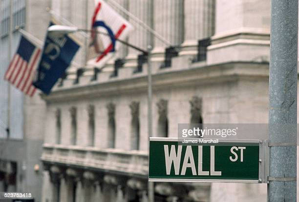 wall street sign - new york stock exchange stock pictures, royalty-free photos & images