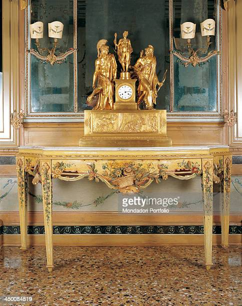 Wall table by Venetian manufactury 18th Century carved painted and lacquered wood 90 x 160 x 70 cm