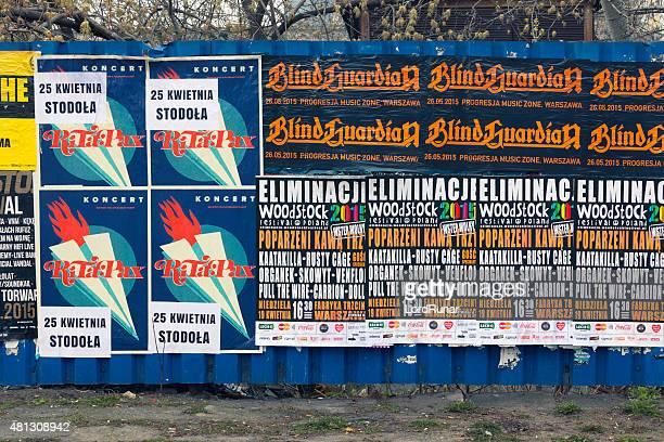 Mur avec des affiches de concert