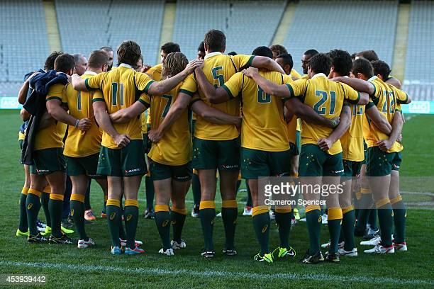 Wallaby players huddle during the Australian Wallabies Captain's run at Eden Park on August 22 2014 in Auckland New Zealand