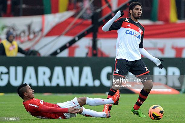 Wallace of Flamengo fights for the ball with Jorge Henrique of Internacional during a match between Flamengo and Internacional as part of the...